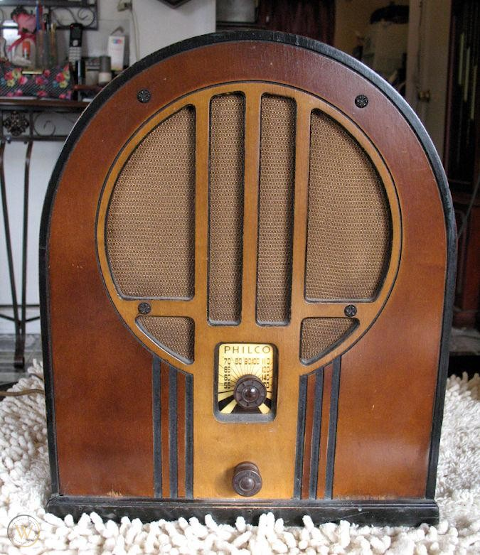 Photo of a restored 1934 Philco model 84 four-tube radio