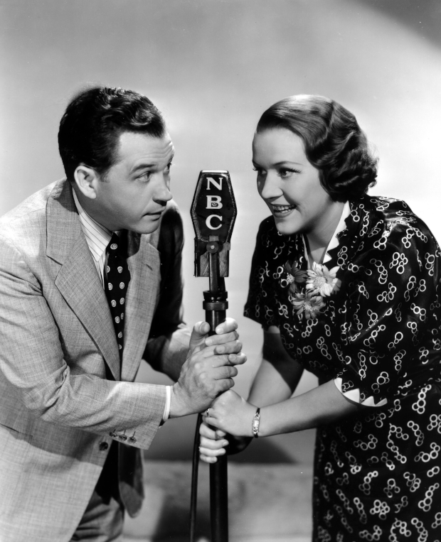 Photo of Marian and Jim Jordan performing Fibber McGee and Molly on NBC radio
