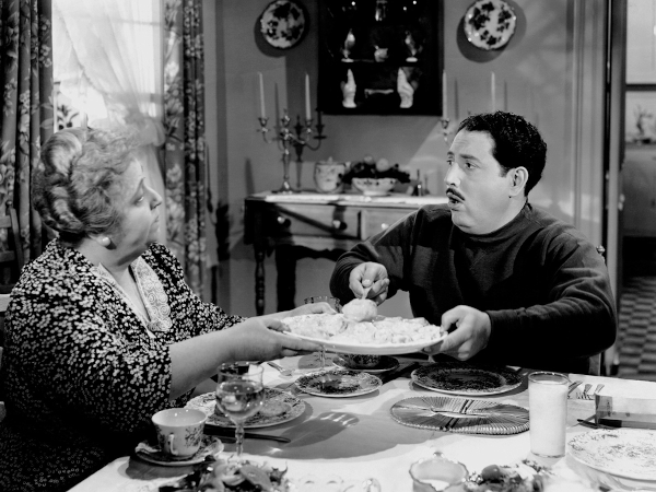 Photo of Harold Peary and Jane Darwell eating a meal in the 1942 movie The Great Gildersleeve