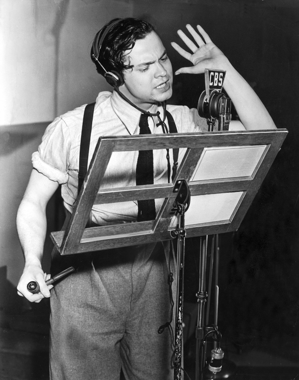 Orson Welles performing War of the Worlds with his Mercury Theatre on CBS radio in 1938