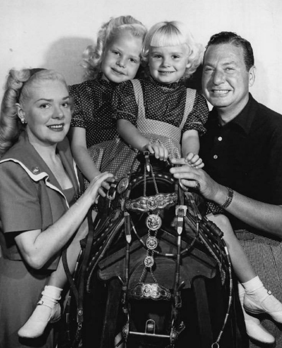 Photo of Alice Faye and Phil Harris with young daughters Phyllis and Alice Jr. in 1948